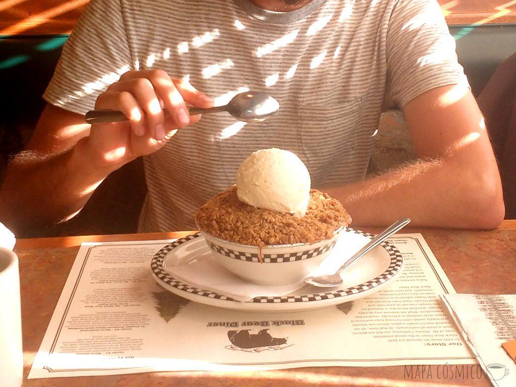 Postre helado en el Black Bear Diner, grandes porciones y bajo presupuesto