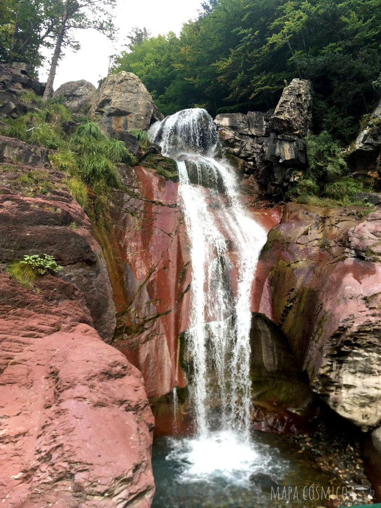 Pineta: Caminata por cascada la Larri visto desde el puente