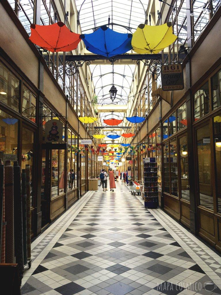 pasaje en Paris un dia de lluvia
