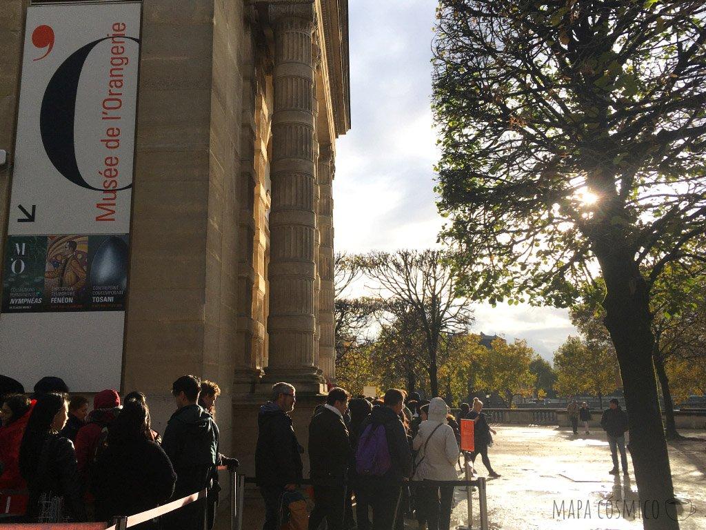 Museo de la Orangerie en París un día de lluvia