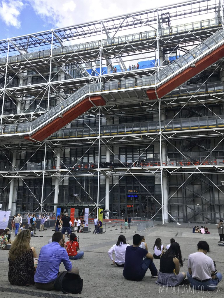Explanada del museo Pompidou de París