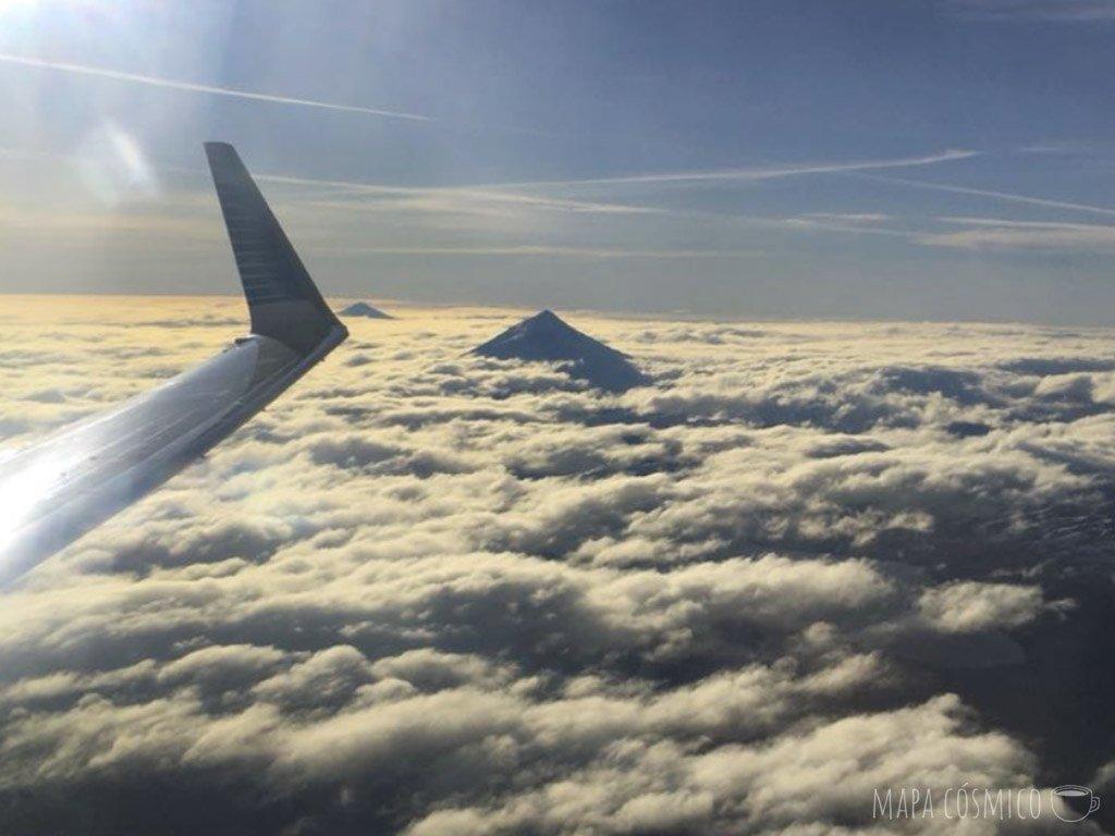 volcán lanin desde el avión, san martín de los andes sin auto