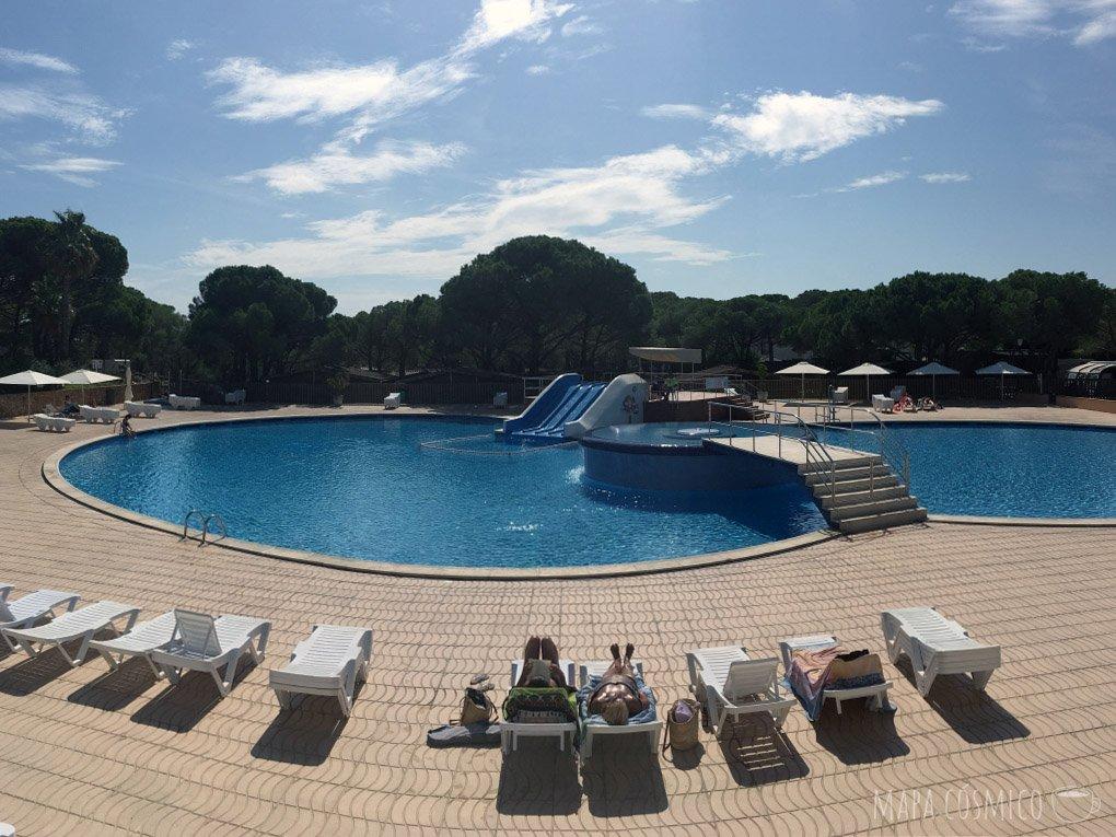 Alojamiento barato para viajar por Europa en verano: Camping Cabaña cerca de Barcelona