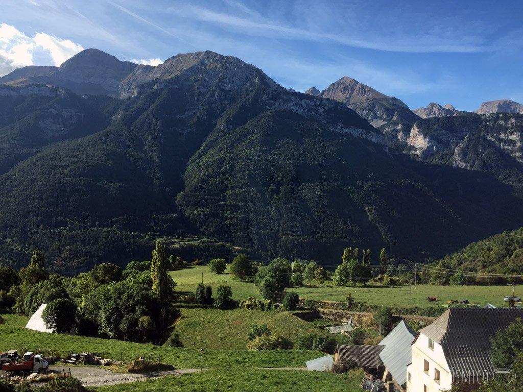 Vista a la montaña, alojamiento barato en Europa, hotel en Gistaín