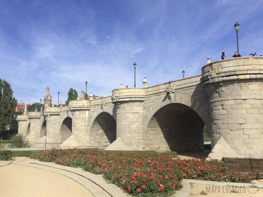 Madrid puente de toledo camino al centro cultural el Matadero