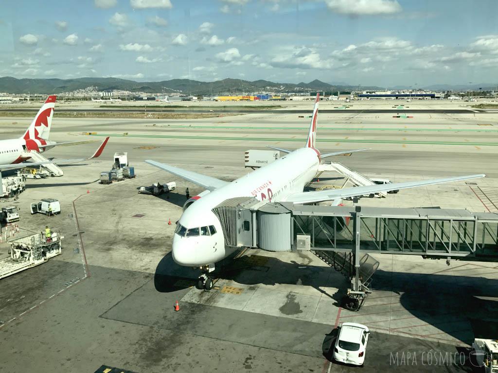 Avión en el aeropuerto El Prat de Llobregat, en Barcelona, Cataluña