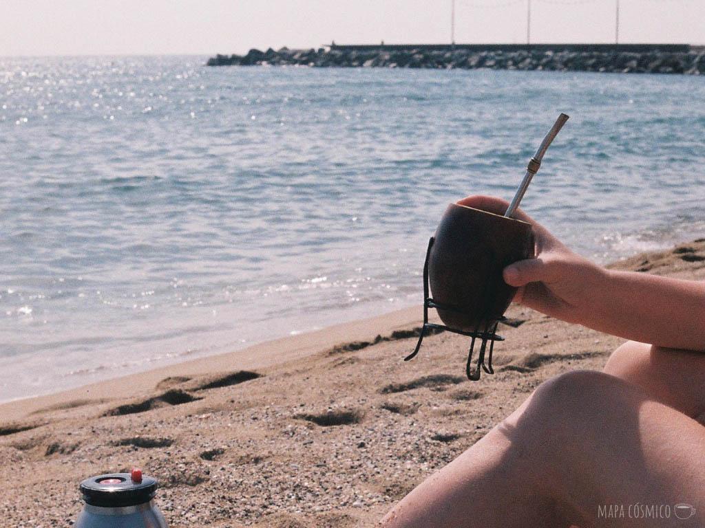 Mates en la playa Nova Mar Bella en Barcelona