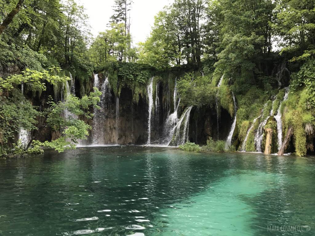 Cascada en Lagos de Plitvice Croacia, colores verdes